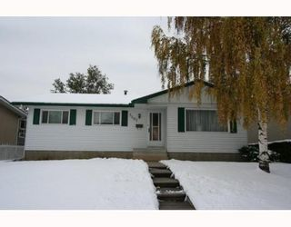 Photo 1: 7507 HUNTRIDGE Crescent NE in CALGARY: Huntington Hills Residential Detached Single Family for sale (Calgary)  : MLS®# C3398976