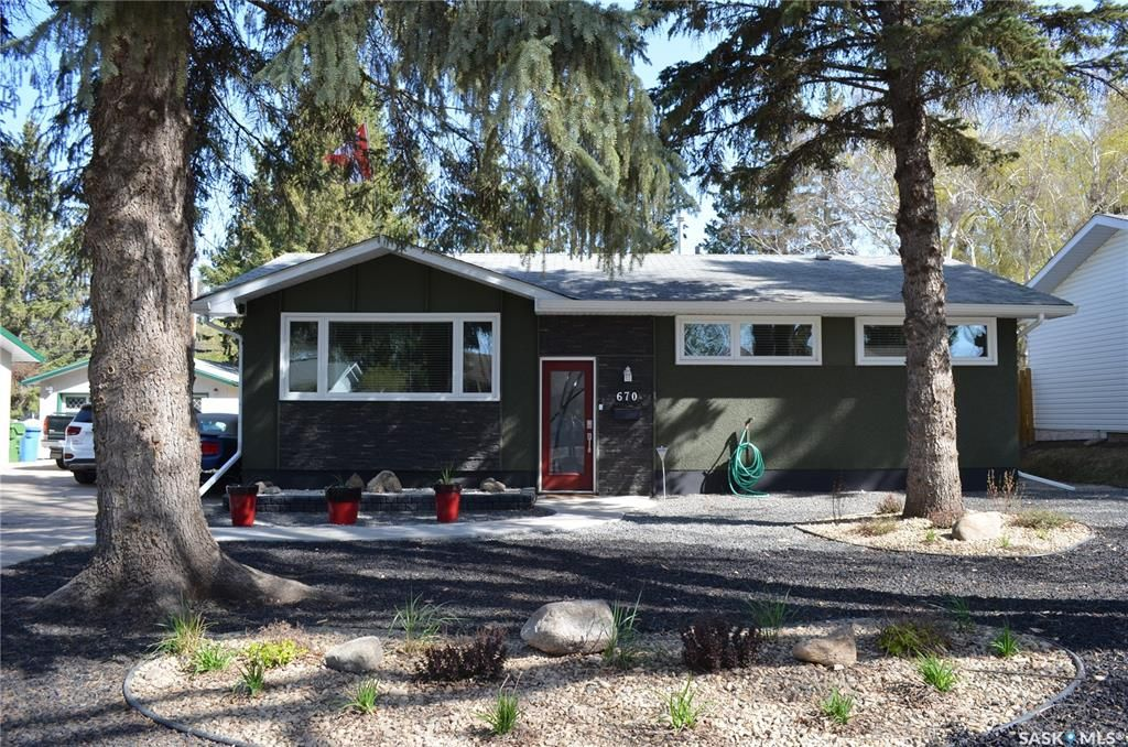 Main Photo: 670 Eastwood Street in Prince Albert: Crescent Heights Residential for sale : MLS®# SK855318