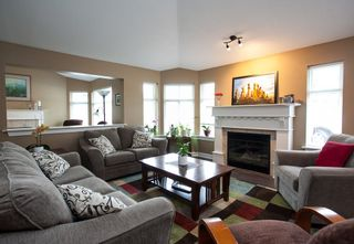 """Photo 2: 49 8555 209 Street in Langley: Walnut Grove Townhouse for sale in """"Autumnwood"""" : MLS®# R2154627"""