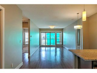 Photo 2: 315 1899 45 Street NW in Calgary: Montgomery Condo for sale : MLS®# C4115653