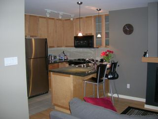 """Photo 3: 803 989 RICHARDS Street in Vancouver: Downtown VW Condo for sale in """"MONDRIAN"""" (Vancouver West)  : MLS®# R2175758"""