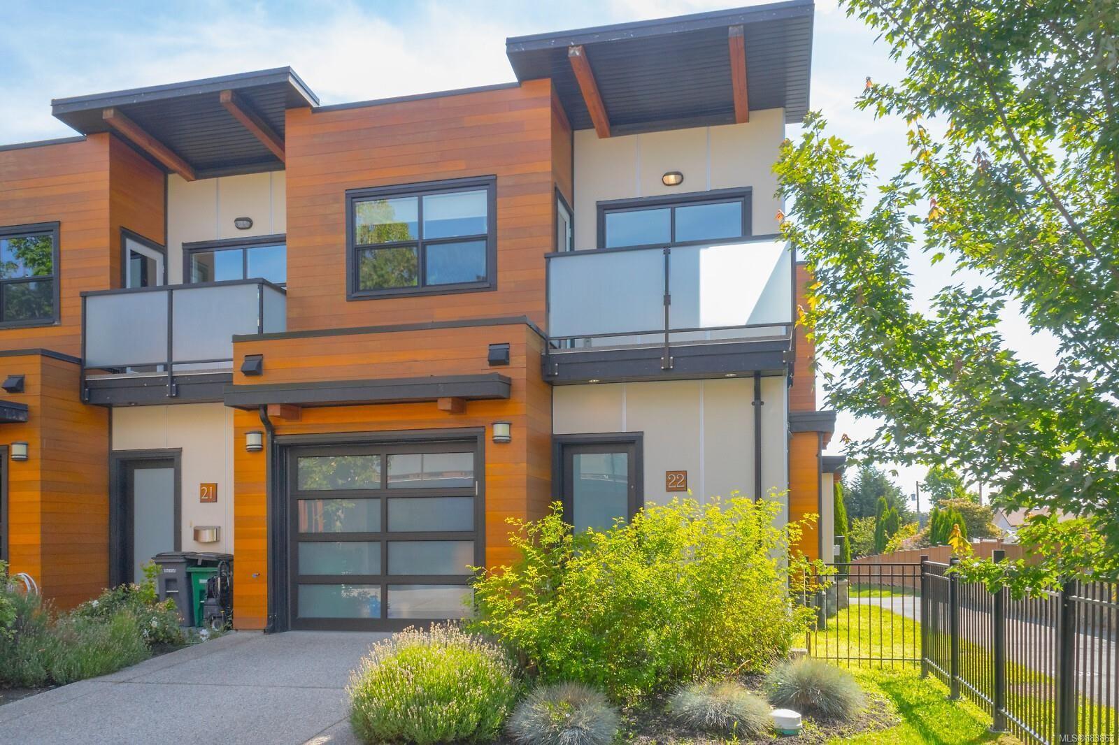 Main Photo: 22 4009 Cedar Hill Rd in : SE Gordon Head Row/Townhouse for sale (Saanich East)  : MLS®# 883863