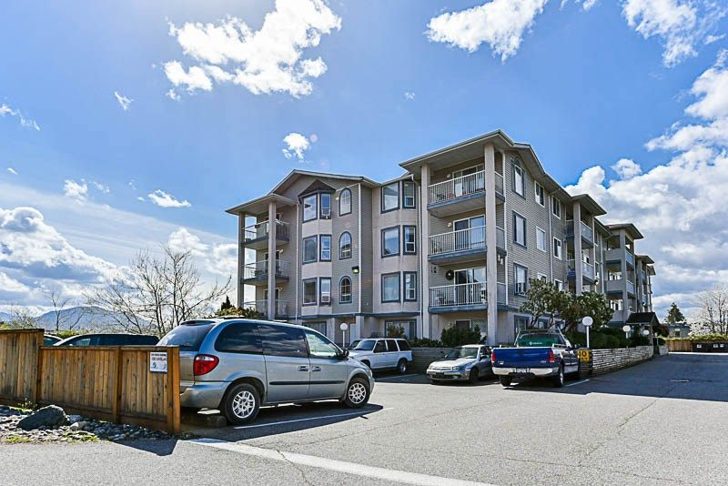 Main Photo: 407 8537 Young Road in Chilliwack: Condo  : MLS®# R2268076