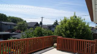 Photo 5: 2062 E 8TH Avenue in Vancouver: Grandview VE House for sale (Vancouver East)  : MLS®# R2181845
