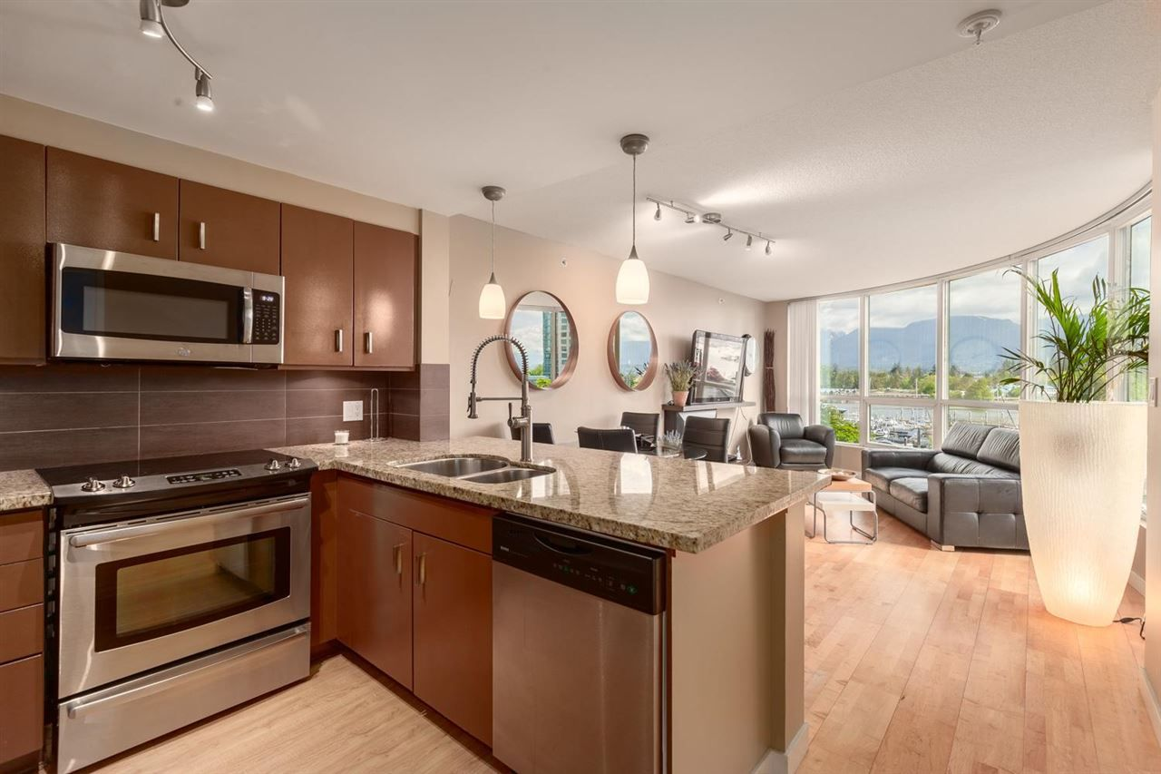 """Main Photo: 202 588 BROUGHTON Street in Vancouver: Coal Harbour Condo for sale in """"HARBOURSIDE PARK"""" (Vancouver West)  : MLS®# R2579225"""