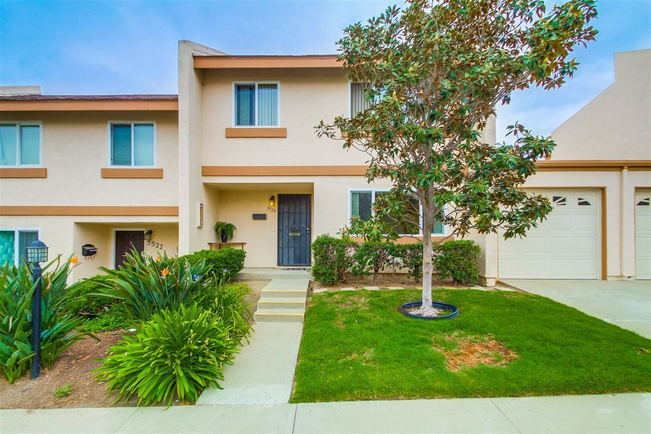 Main Photo: CLAIREMONT Townhouse for sale : 3 bedrooms : 5528 Caminito Katerina in San Diego