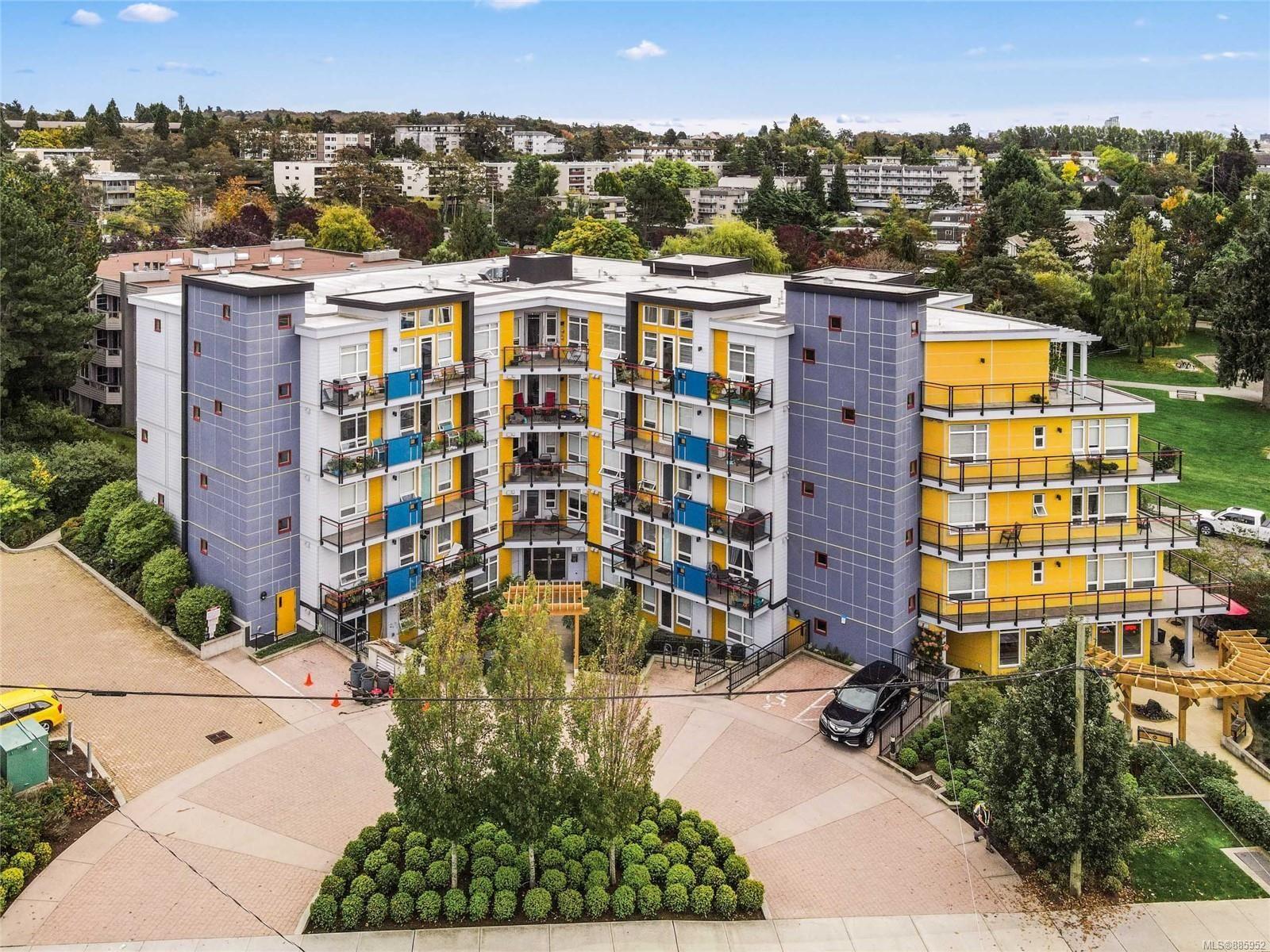 Main Photo: 508 935 Cloverdale Ave in : SE Quadra Condo for sale (Saanich East)  : MLS®# 885952