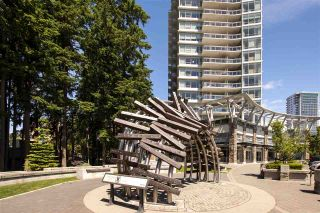 Photo 2: 1306 15152 RUSSELL AVENUE: White Rock Condo for sale (South Surrey White Rock)  : MLS®# R2377952