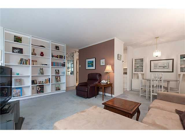 """Photo 4: Photos: 102 1740 COMOX Street in Vancouver: West End VW Condo for sale in """"THE SANDPIPER"""" (Vancouver West)  : MLS®# V945019"""