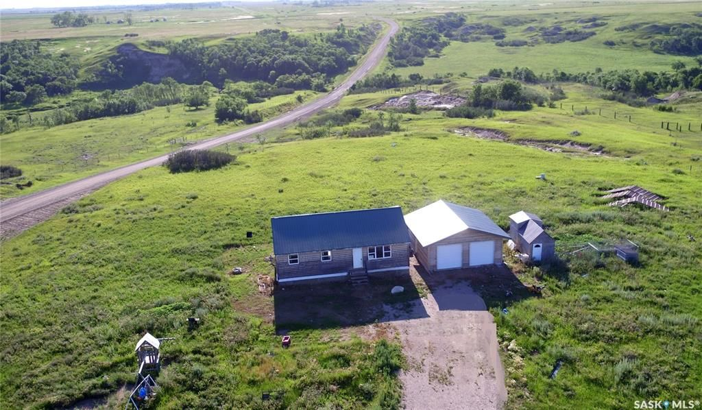 Main Photo: SHORT CREEK ACREAGE in Estevan: Residential for sale (Estevan Rm No. 5)  : MLS®# SK838013