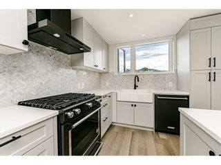 Photo 2: 421 525 E 2ND STREET in North Vancouver: Lower Lonsdale Townhouse for sale : MLS®# R2461578