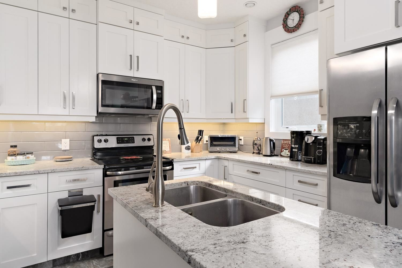 Main Photo: 7604 104 Avenue in Edmonton: Zone 19 House Half Duplex for sale : MLS®# E4261293
