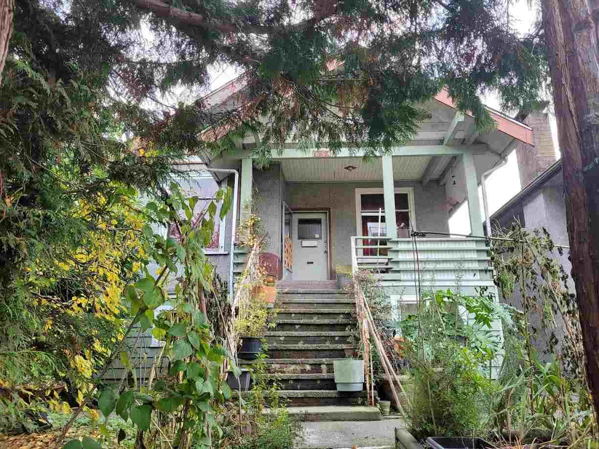 Main Photo: 1654 E PENDER Street in Vancouver: Hastings House for sale (Vancouver East)  : MLS®# R2516845