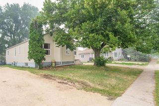 Photo 6: 139 James Street East in Morris: R17 Residential for sale : MLS®# 202118255