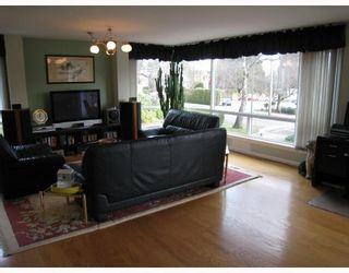 "Photo 3: # 2 2575 TOLMIE ST in Vancouver: Point Grey Condo for sale in ""POINT GREY TOWER"" (Vancouver West)  : MLS®# V804534"