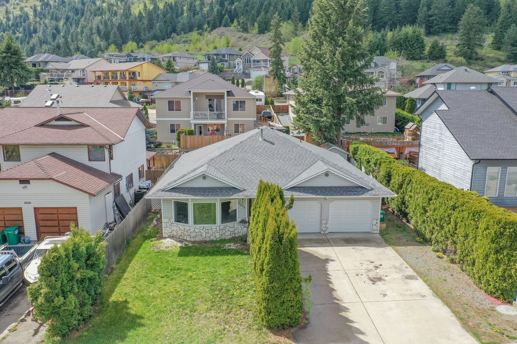 Main Photo: 2034 Saddleview Avenue in Lumby: House for sale : MLS®# 10230997