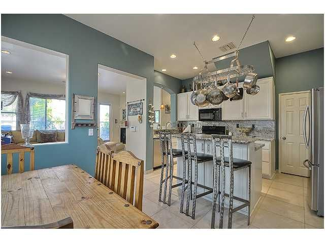 Photo 11: Photos: SCRIPPS RANCH Townhouse for sale : 3 bedrooms : 11821 Miro Circle in San Diego