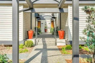 """Photo 2: 3740 NICO WYND Drive in Surrey: Elgin Chantrell Townhouse for sale in """"NICO WYND ESTATES"""" (South Surrey White Rock)  : MLS®# R2446956"""