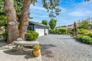 Photo 4: 1137 Nicholson St in : SE Lake Hill House for sale (Saanich East)  : MLS®# 884531
