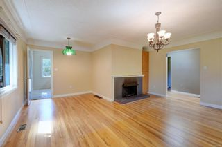 Photo 4: 2501 Wootton Cres in : OB Henderson House for sale (Oak Bay)  : MLS®# 882691