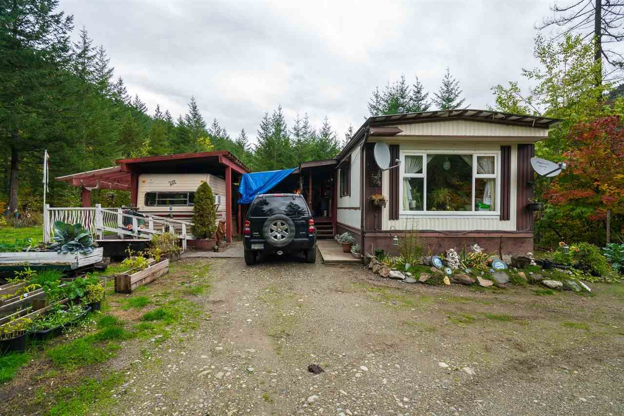 Photo 5: Photos: 36255 TRANS CANADA Highway in Yale: Hope Laidlaw Manufactured Home for sale (Hope)  : MLS®# R2335678