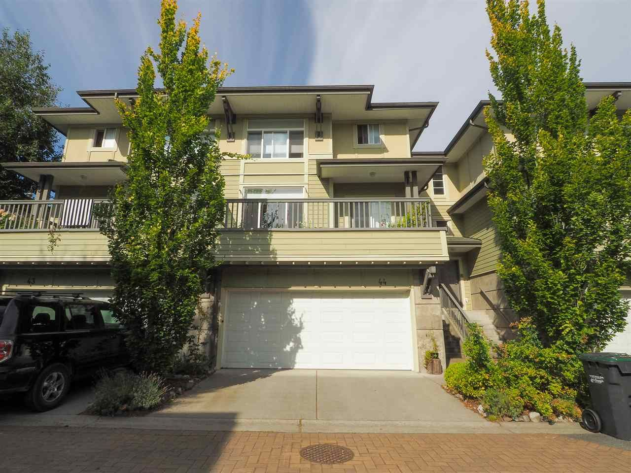 """Main Photo: 44 40632 GOVERNMENT Road in Squamish: Brackendale Townhouse for sale in """"Riverswalk"""" : MLS®# R2488805"""