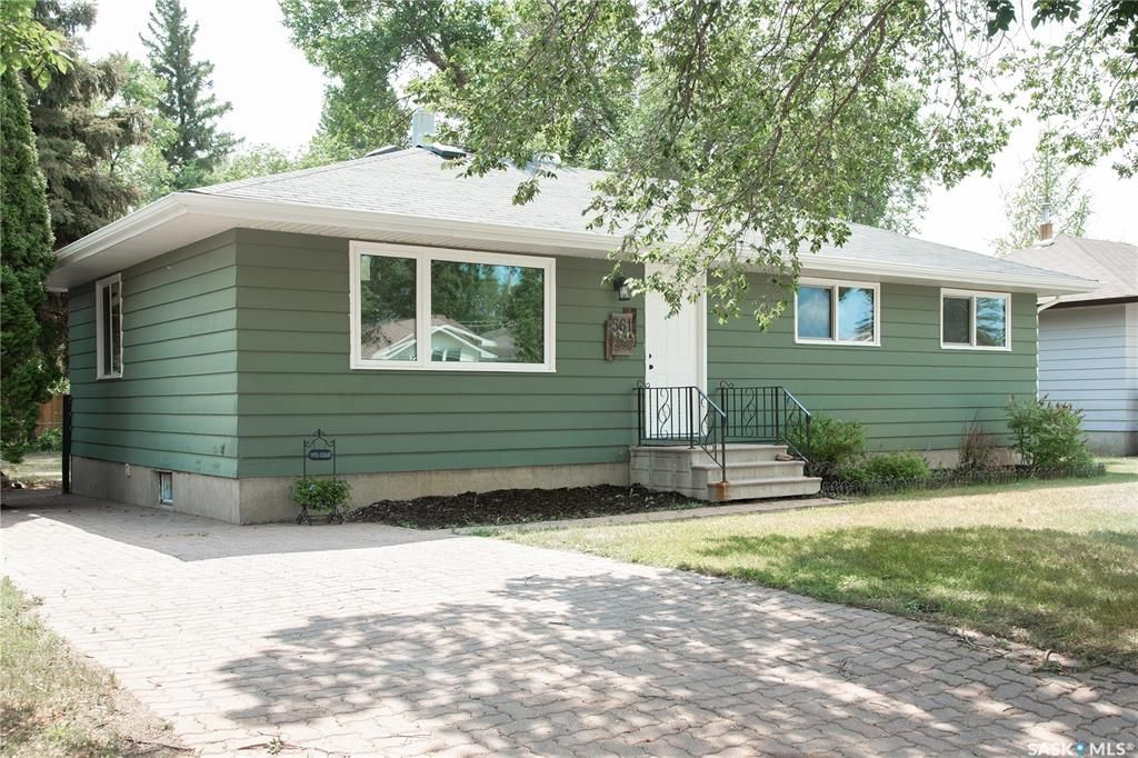 Main Photo: 561 26th Street West in Prince Albert: West Hill PA Residential for sale : MLS®# SK865547
