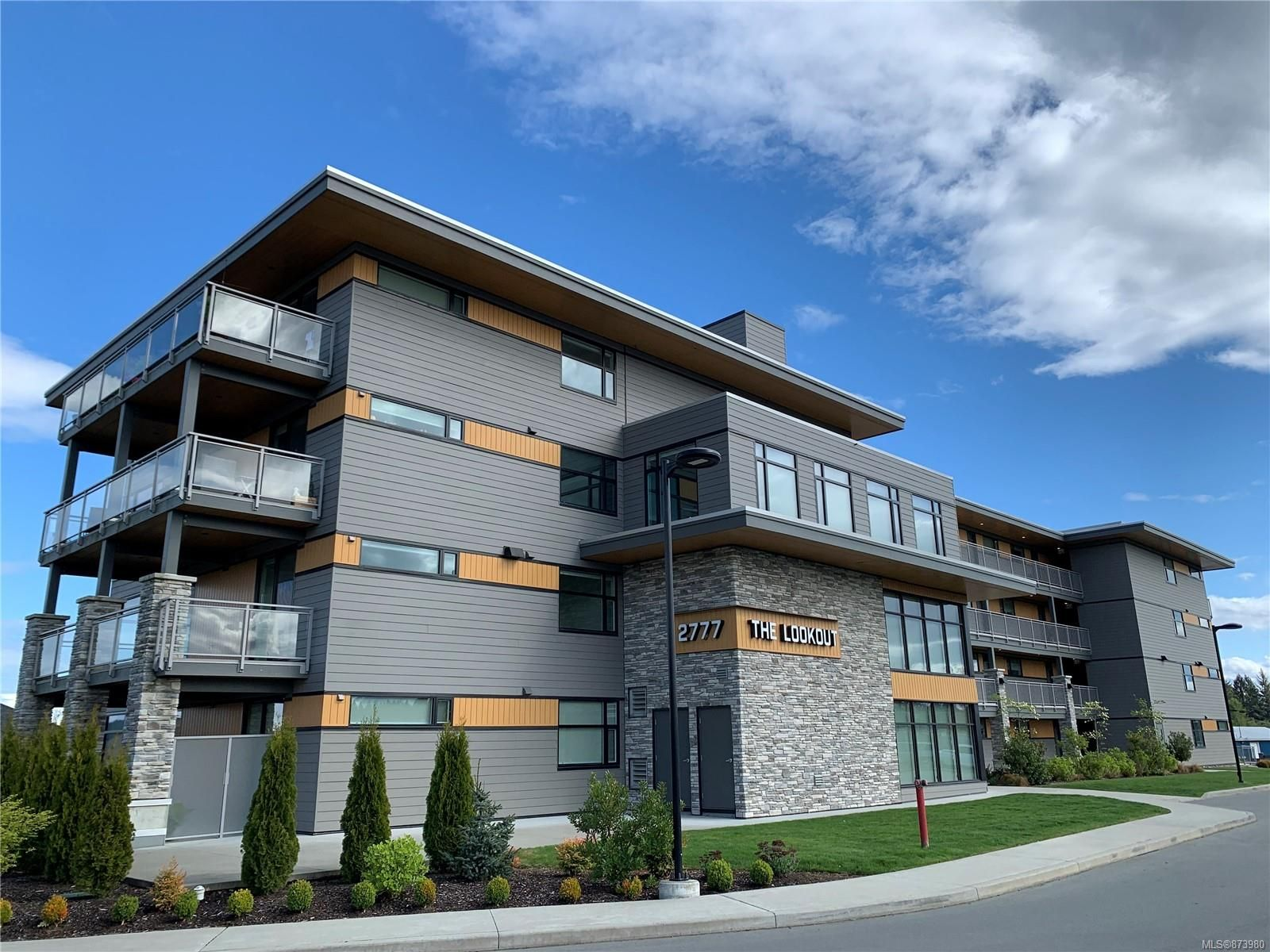 Main Photo: 305 2777 North Beach Dr in : CR Campbell River North Condo for sale (Campbell River)  : MLS®# 873980