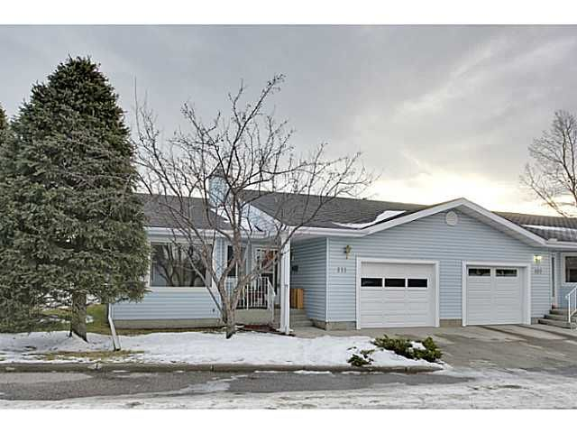 Main Photo: 111 LINCOLN Manor SW in Calgary: Lincoln Park Residential Attached for sale : MLS®# C3645998