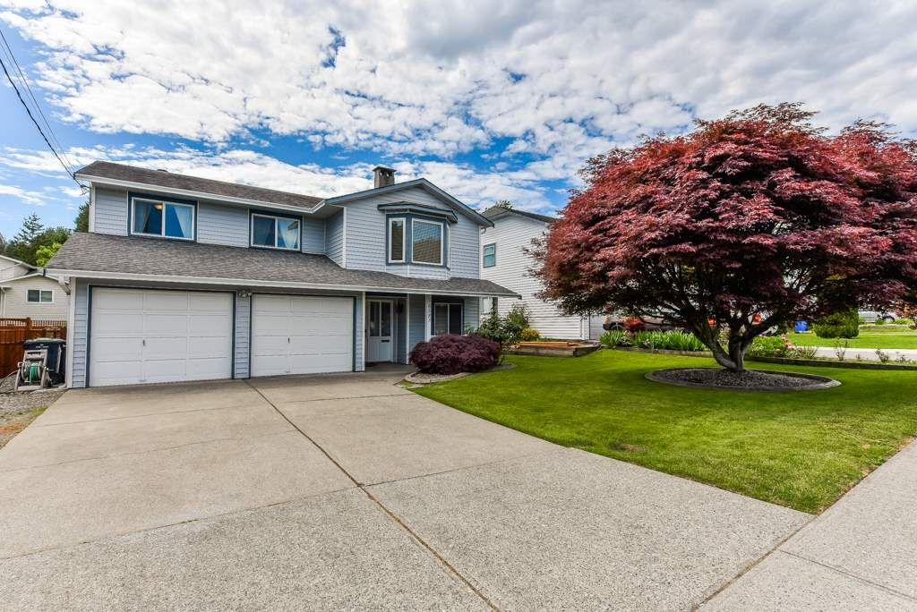 Main Photo: 6583 197 Street in Langley: Willoughby Heights House for sale : MLS®# R2372953