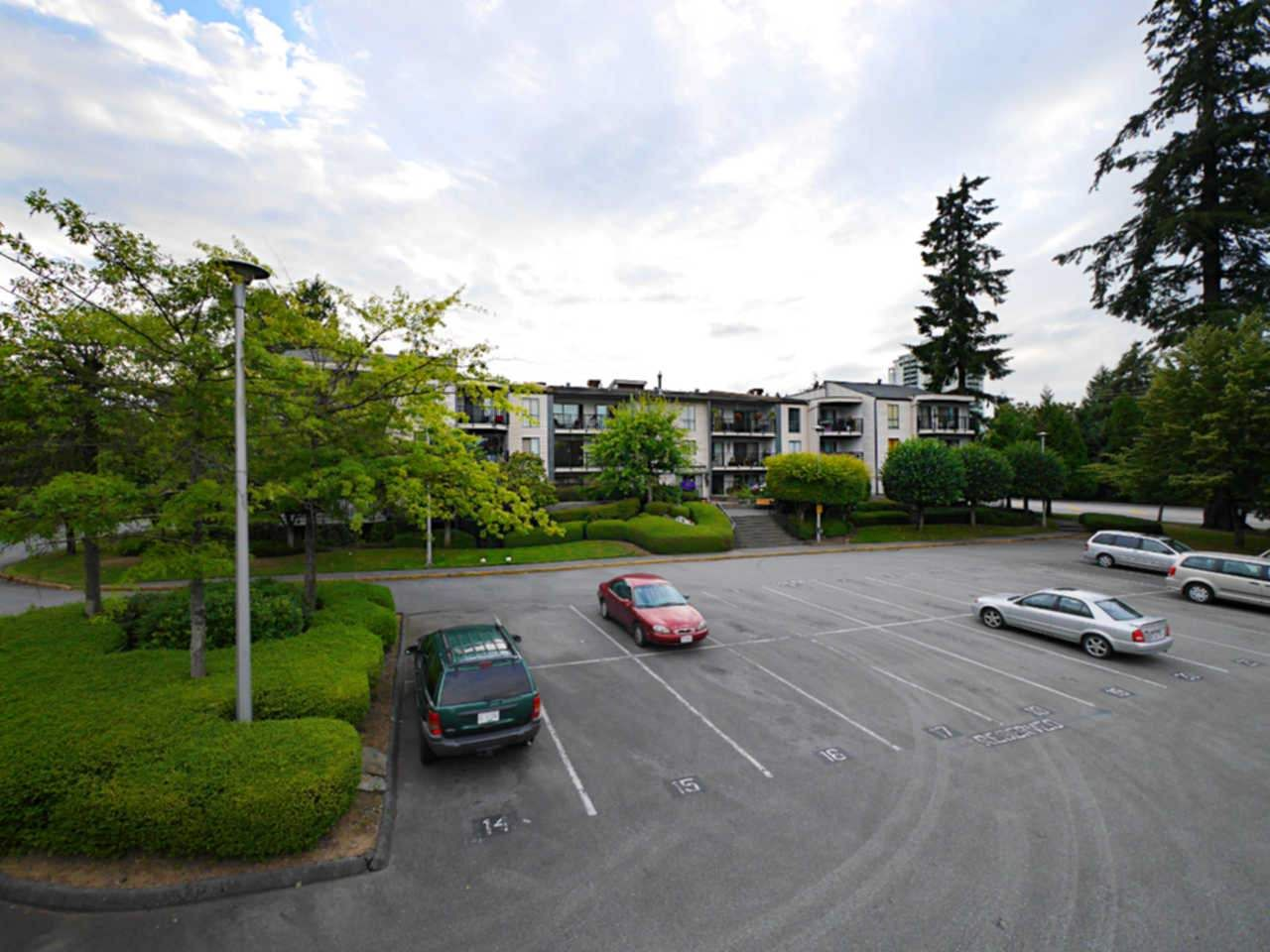 """Photo 18: Photos: 105 9952 149 Street in Surrey: Guildford Condo for sale in """"Tall Timbers"""" (North Surrey)  : MLS®# R2107429"""