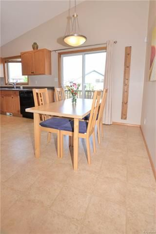 Photo 10: 3 Montvale Crescent in Winnipeg: Royalwood Residential for sale (2J)  : MLS®# 1815274