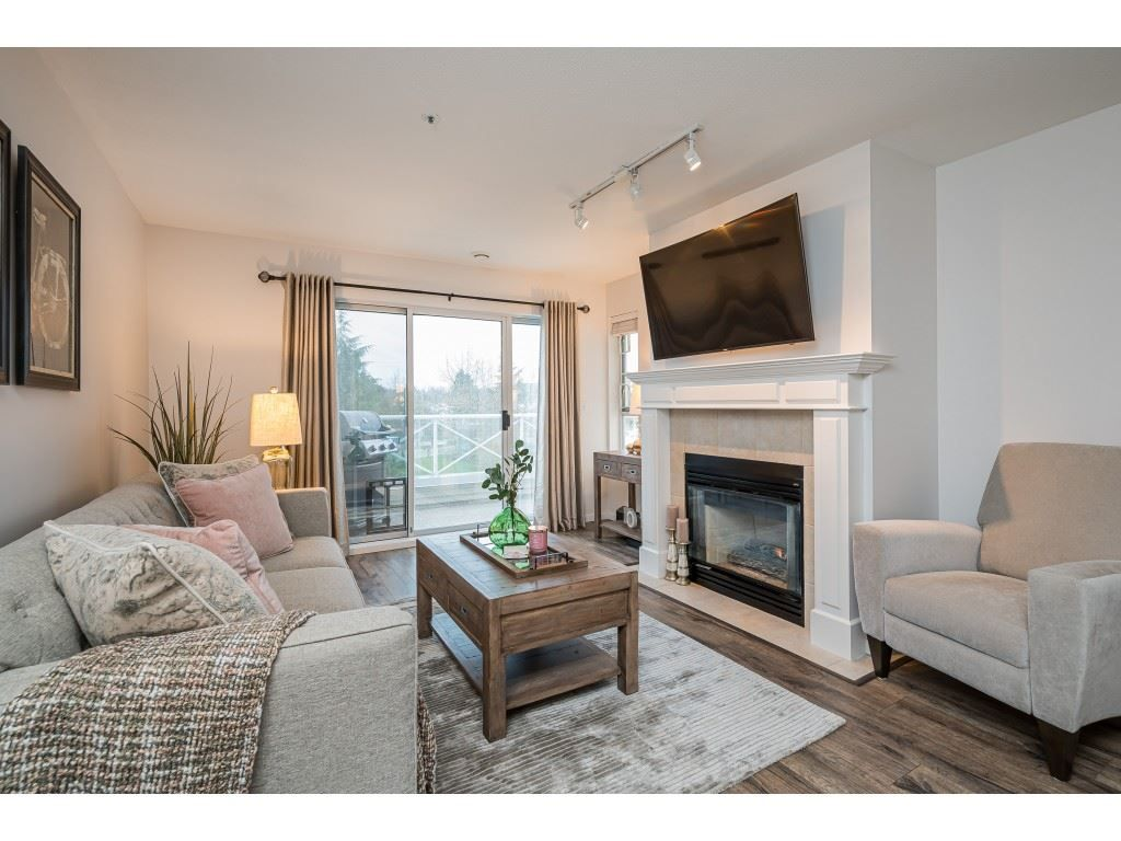"""Photo 4: Photos: 312 5568 201A Street in Langley: Langley City Condo for sale in """"Michaud Gardens"""" : MLS®# R2563265"""