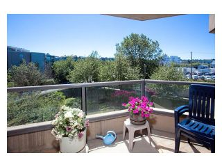 """Photo 3: 312 1490 PENNYFARTHING Drive in Vancouver: False Creek Condo for sale in """"THREE HARBOUR COVE"""" (Vancouver West)  : MLS®# V870405"""