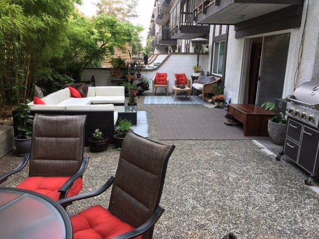 """Main Photo: 111 270 W 3RD Street in North Vancouver: Lower Lonsdale Condo for sale in """"HAMPTON COURT"""" : MLS®# R2199621"""