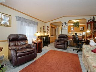 Photo 3: 21 1581 Middle Rd in VICTORIA: VR Glentana Manufactured Home for sale (View Royal)  : MLS®# 799550