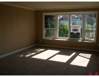"""Photo 2: 61 15875 20TH Avenue in White_Rock: King George Corridor Manufactured Home for sale in """"Searidge Bays"""" (South Surrey White Rock)  : MLS®# F2714371"""