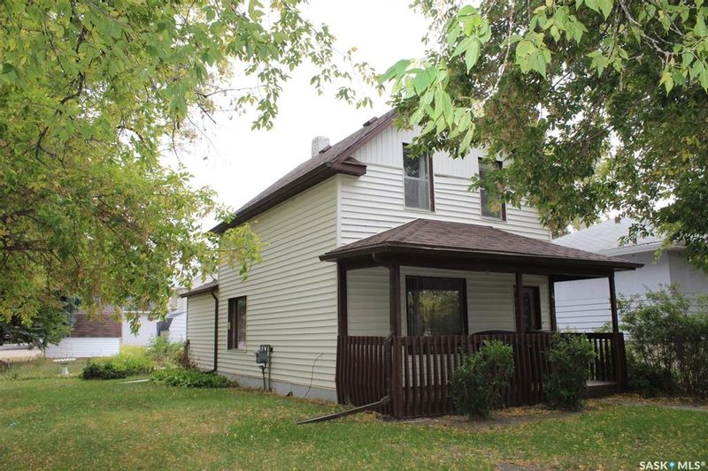 FEATURED LISTING: 402 2nd Street East Wilkie