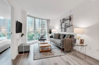 """Photo 6: 908 588 BROUGHTON Street in Vancouver: Coal Harbour Condo for sale in """"HARBOURSIDE TOWER 1"""" (Vancouver West)  : MLS®# R2610218"""