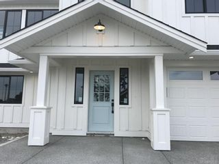 Photo 2: 2316 Mountain Heights Dr in Sooke: Sk Broomhill House for sale : MLS®# 817033