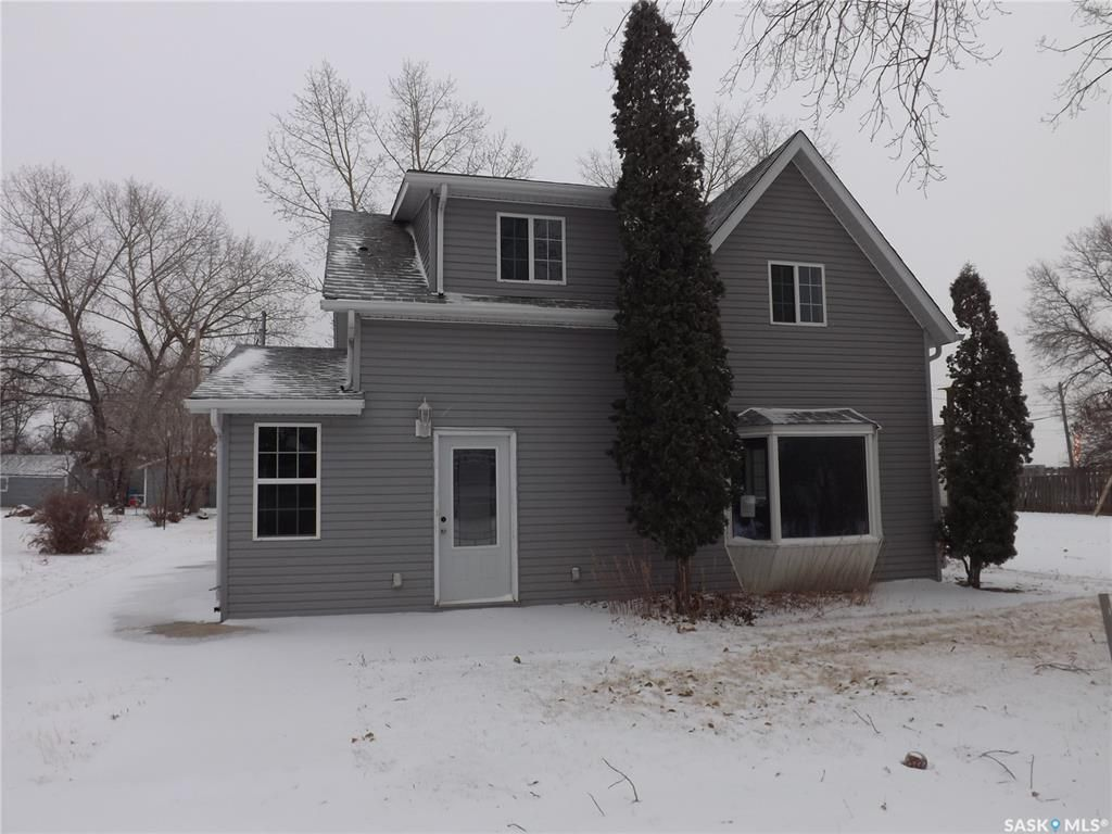 Main Photo: 106 Mainprize Street in Midale: Residential for sale : MLS®# SK845503