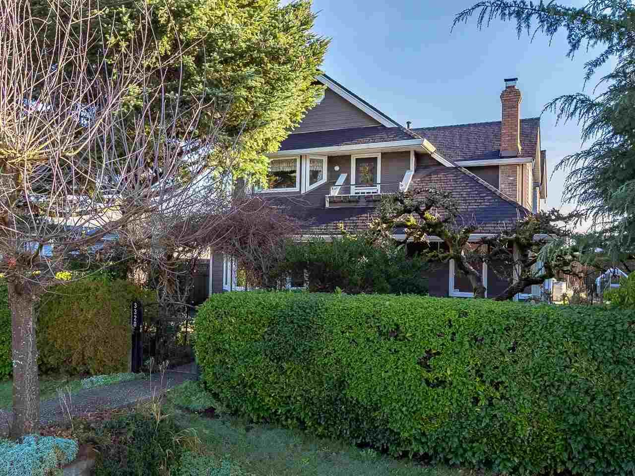 Main Photo: 3320 GARDEN CITY Road in Richmond: West Cambie House for sale : MLS®# R2568135
