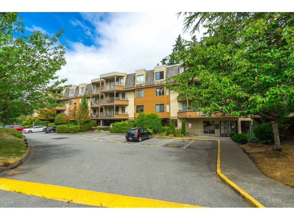 """Main Photo: 302 1720 SOUTHMERE Crescent in White Rock: Sunnyside Park Surrey Condo for sale in """"Capstan Way"""" (South Surrey White Rock)  : MLS®# R2602939"""