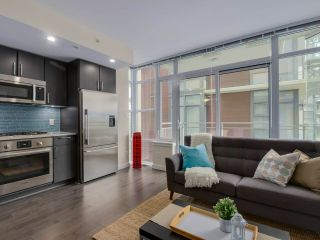 """Photo 4: 310 88 W 1ST Avenue in Vancouver: False Creek Condo for sale in """"THE ONE"""" (Vancouver West)  : MLS®# R2077463"""