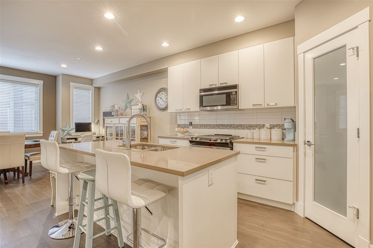 """Photo 3: Photos: 10 23709 111A Avenue in Maple Ridge: Cottonwood MR Townhouse for sale in """"Falcon Hills"""" : MLS®# R2431365"""