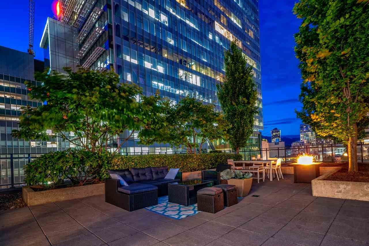 """Main Photo: 1017 788 RICHARDS Street in Vancouver: Downtown VW Condo for sale in """"L'HERMITAGE"""" (Vancouver West)  : MLS®# R2388898"""