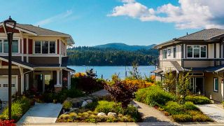 """Photo 1: 5944 OLDMILL Lane in Sechelt: Sechelt District Townhouse for sale in """"EDGEWATER AT PORPOISE BAY"""" (Sunshine Coast)  : MLS®# R2490112"""