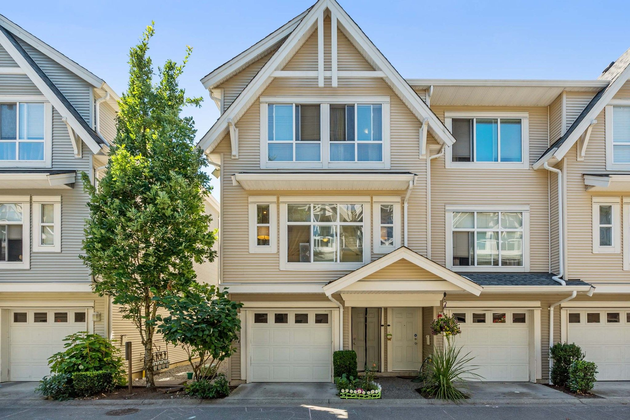 Main Photo: 11 6450 199 STREET in North Delta: Willoughby Heights Townhouse for sale ()  : MLS®# F1417861