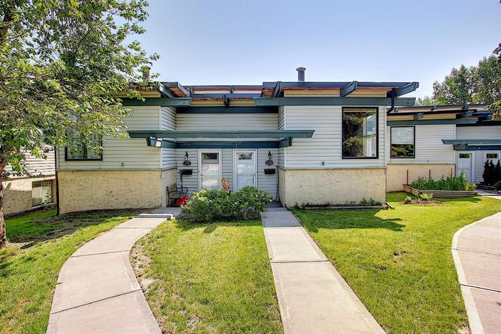 Main Photo: 13A 333 Braxton Place SW in Calgary: Braeside Semi Detached for sale : MLS®# A1129148