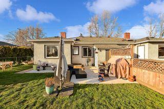 Photo 3: 1729/1731 Bay St in : Vi Jubilee Full Duplex for sale (Victoria)  : MLS®# 874491